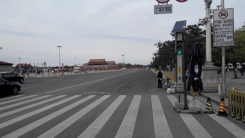 Пекин полицейский с велосипедом