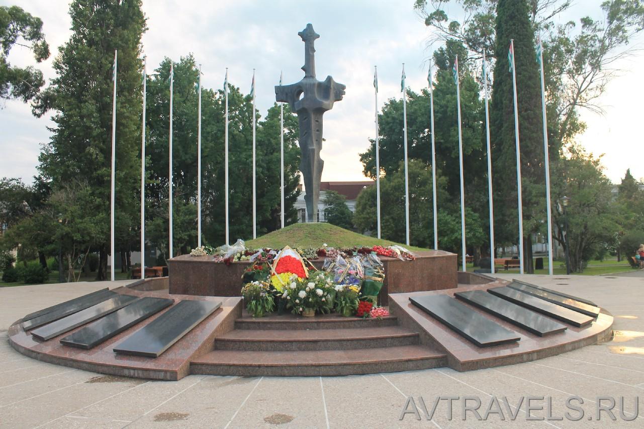Памятник героям, погибшим в войне 1992-93 годов.