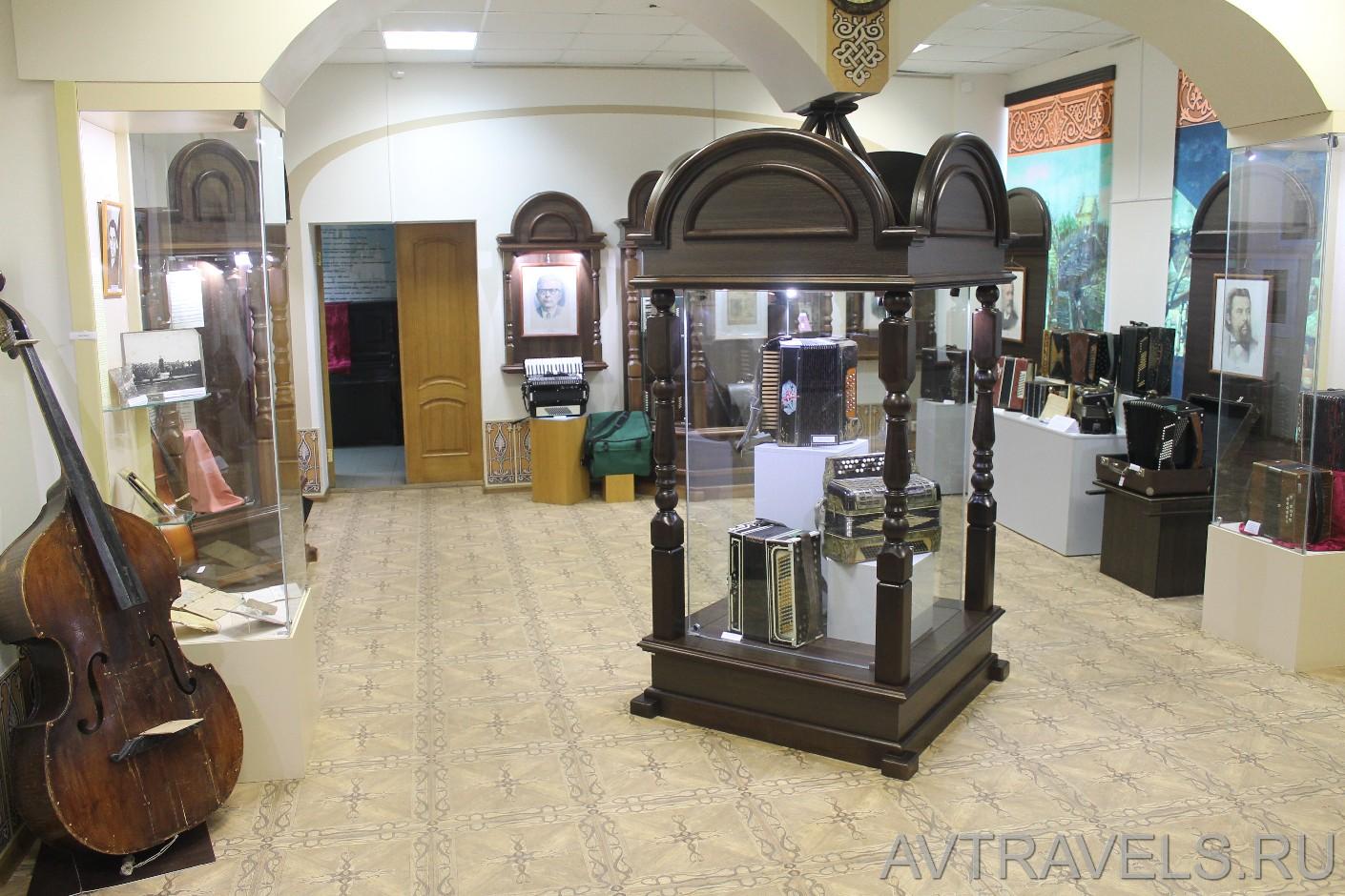 выставка музыкальных инструментов.