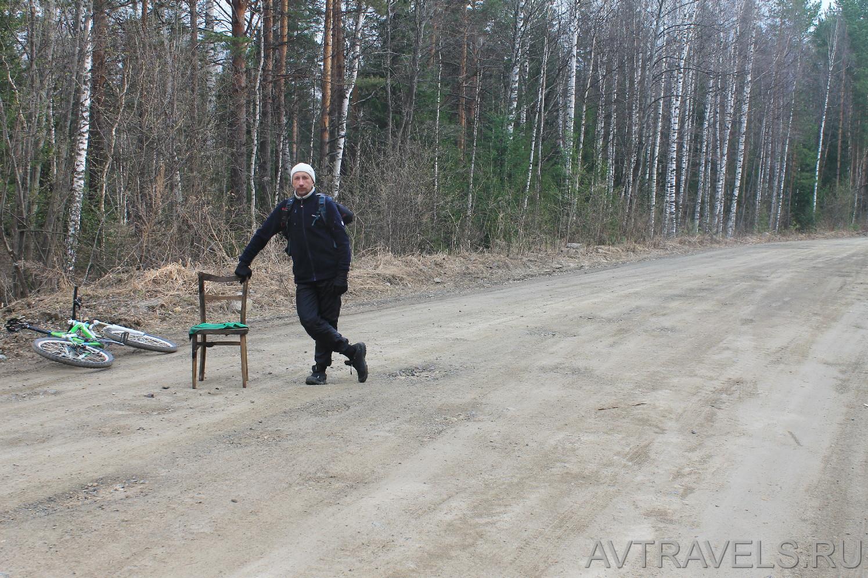 Константин Шкодских со стулом