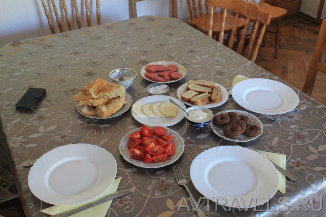 Степанцминда завтрак в гест-хаусе