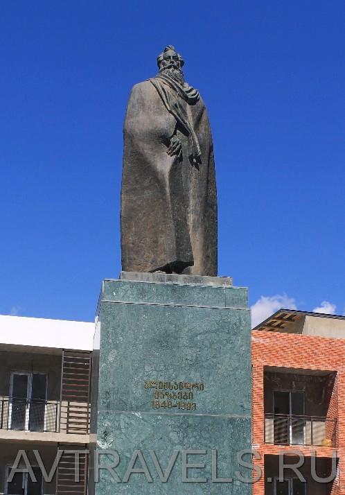 памятник Александру Казбеги Степанцминда