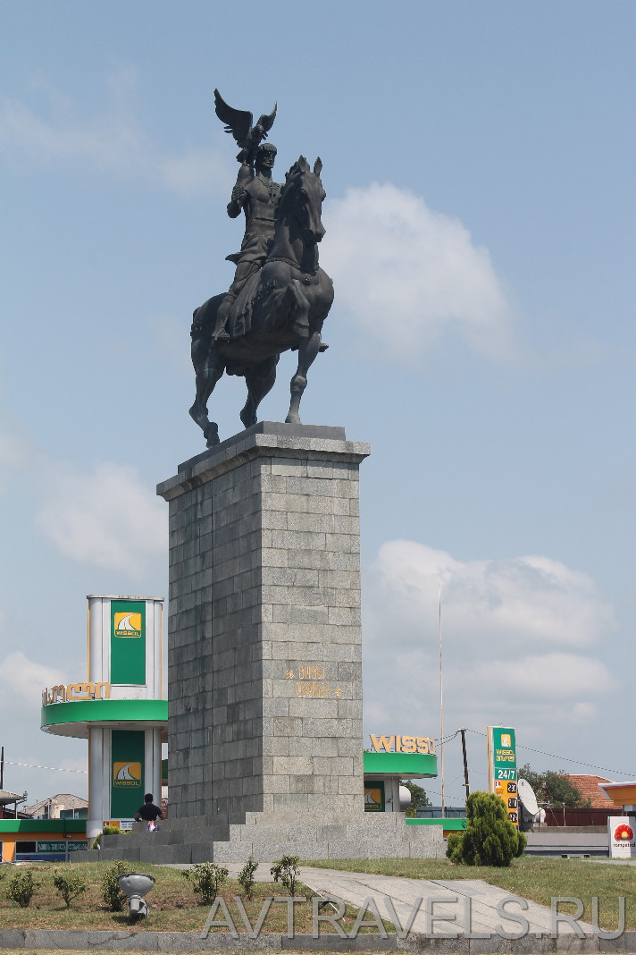 памятник Цотнэ Дадиани