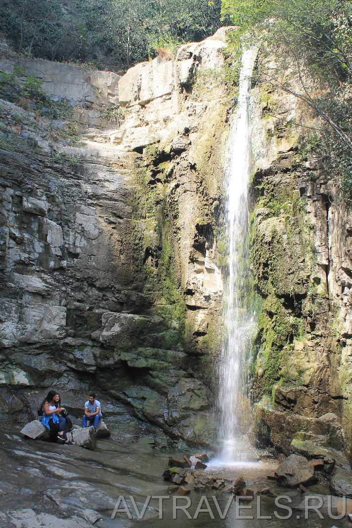 водопад в Тбилиси рядом с серными банями