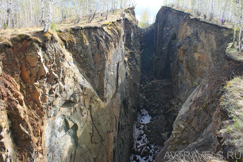 провал шахты около поселка Магнитка